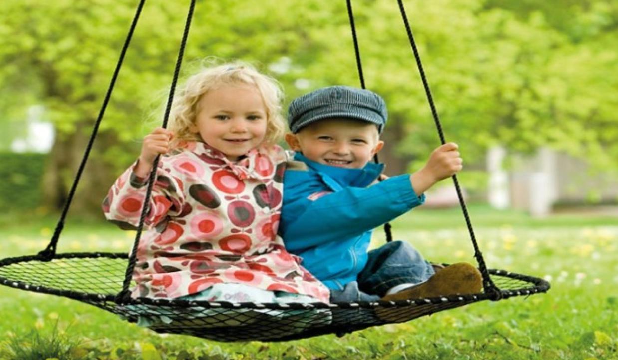 aktive julegave, sansegynger til børn, gynger til børne, styrk dit barns balance, sådan styrker du barnets balance, sjove gaver til børn, aktive gaver til børn, naturlig pleje, naturligt liv, sansegynger til indendørs, indendørs gynger, indendørs sansegynger, udendørs gynger, udendørs sansegynger, aktive julegaver til børn, aktive børne julegave, julegaver til børn, gynge julegave