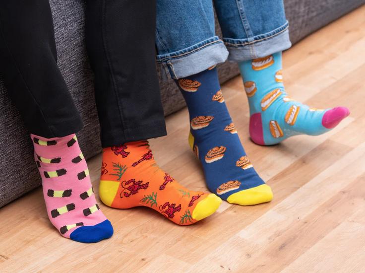 Fars dags gaver, svenske strømper, strømper med farver, gaver til far, sjove strømper, sjove sokker